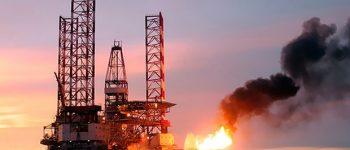 کشور عزیزمان ایران تنگه هرمز را ببندد، نفت ۲۵۰ دلار میشود